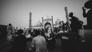 study abroad, indogenius, ohio university, buckeye leadership, india darshan, colorblind production, last eleven, qutub minar, taj mahal, jama masjid, monumental photography, black and white photography india